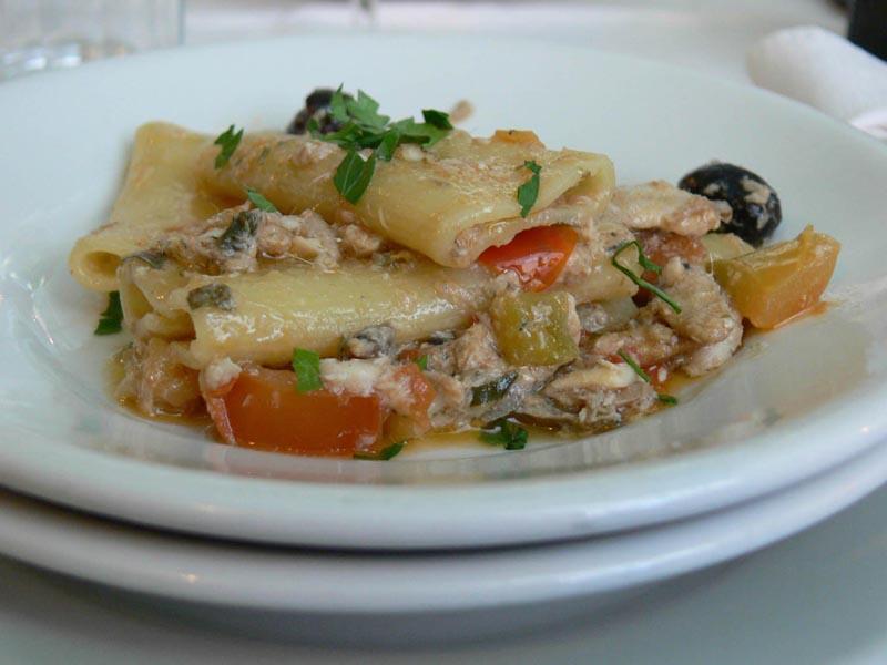 Paccheri al ragù di alici dello chef Mario De Berardinis del ristorante Veliero e di