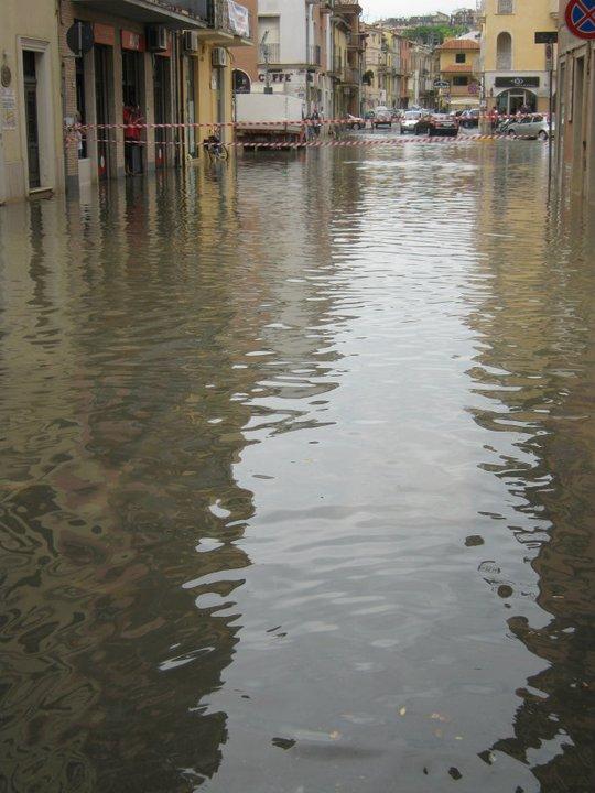 San Benedetto allagata, 5 luglio 2011 1 (foto Fb Andrea Raneri)