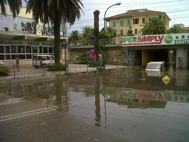 San Benedetto allagata, via Fiscaletti, 5 luglio 2011 (foto Fb Paolo Panichi)