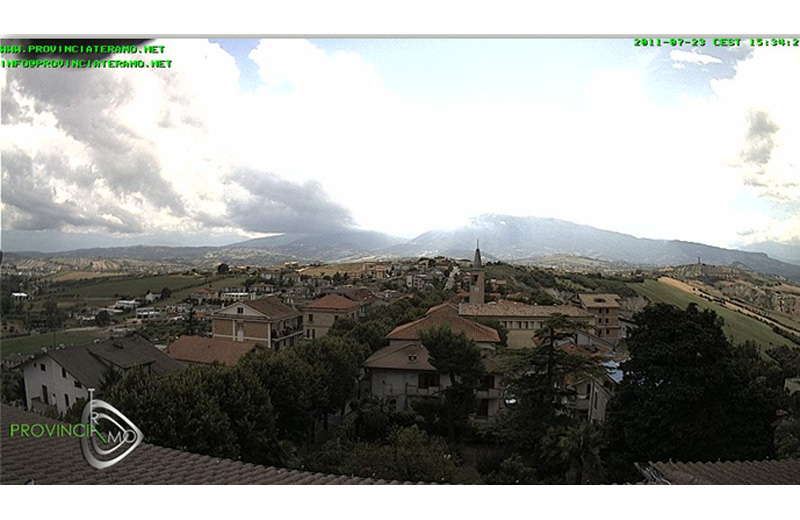 Una panoramica di Ancarano dalla webcam del Comune