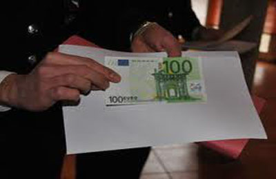 banconota da cento euro falsa