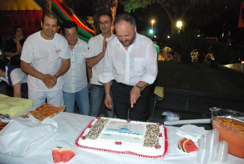 inaugurazione via Mare: il taglio della torta offerta dai commercianti