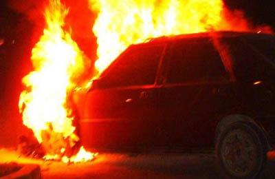 incendio macchina (Foto Google)