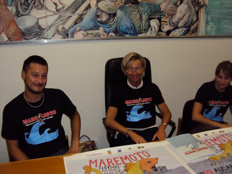 L'assessore Margherita Sorge con il presidente dell'associazione Occhio per Orecchio, Paolo Miti, presentano il Maremoto Festival 2011
