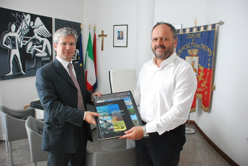 Il Commissario Stragapede e il sindaco Gaspari