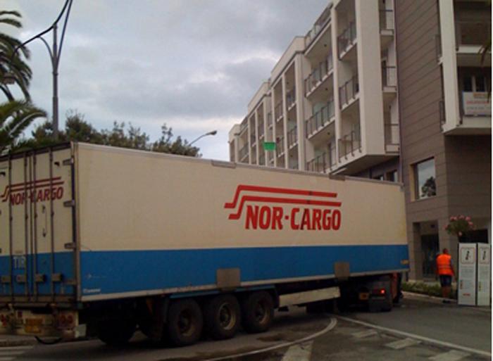 Camion fermo al Calabresi