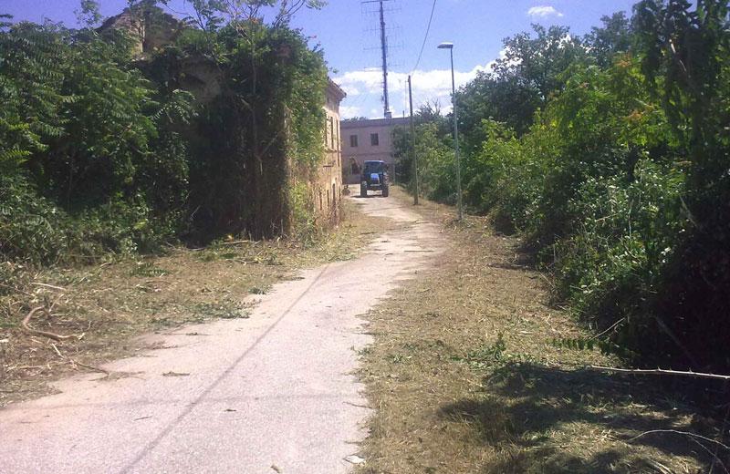 L'area circostante al palazzo dopo i lavori di bonifica