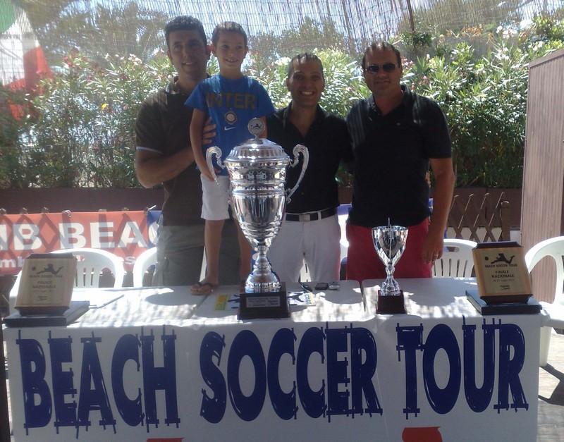 Silvio Cuoco, Marco Curzi e il Presidente della Samb Beach Soccer Ciferni