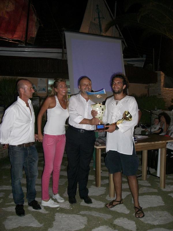 Il sindaco Gaspari premia Carlo Carincola