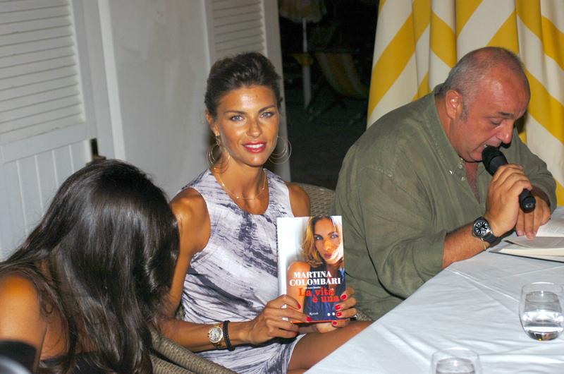Martina Colombari a San Benedetto per la presentazione del suo libro biografia