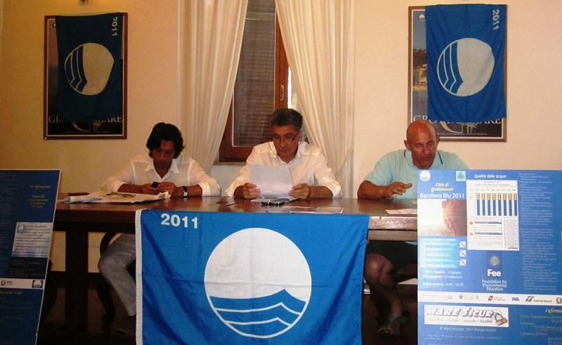 Presentazione rassegna Piazza bella Piazza - per l'occasione presentata la tredicesima bandiera blu del Comune di Grottammare