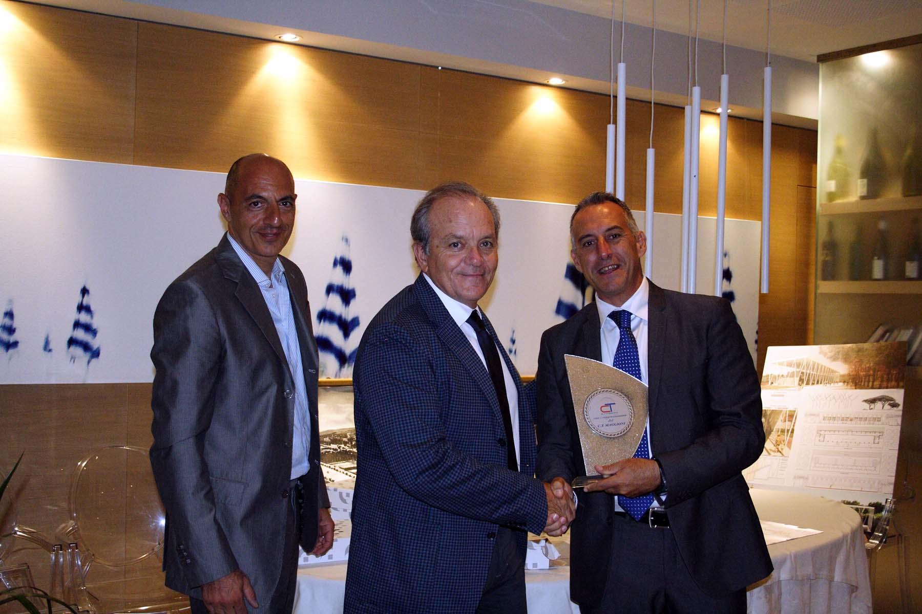 Circolo Tennis Maggioni, Afro Zoboletti premia Domenico Malavolta presidente della Carisap