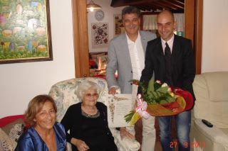 Getulia Mascaretti con la delegazione Comunale
