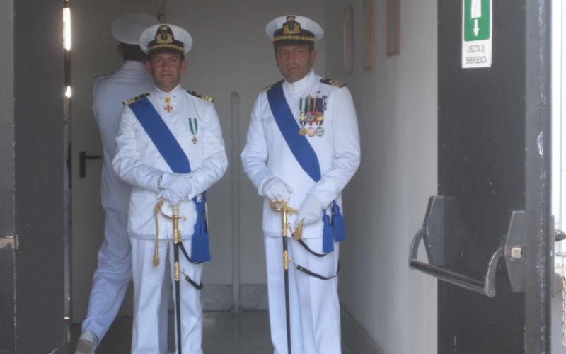 I due comandanti, Di Guardo e Castaldo attendono l'inizio della parata