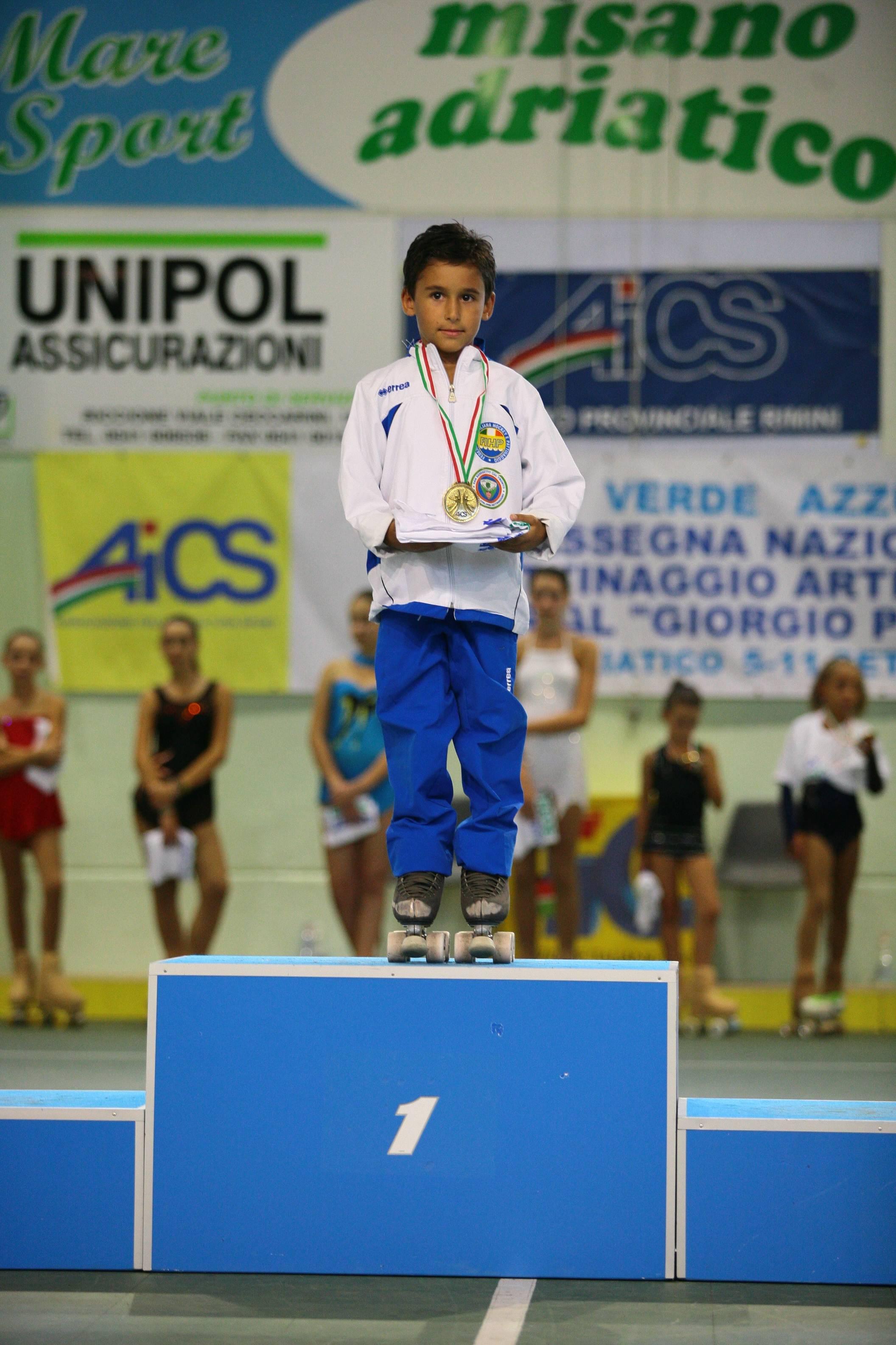 Kevin Bovara sul podio con la medaglia d'oro