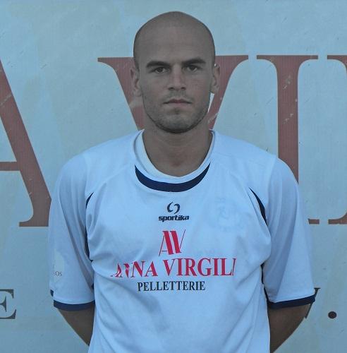 Nella foto tratta dal sito ufficiale del Grottammare calcio, il difensore centrale Mirko Silvestri, ex Centobuchi.
