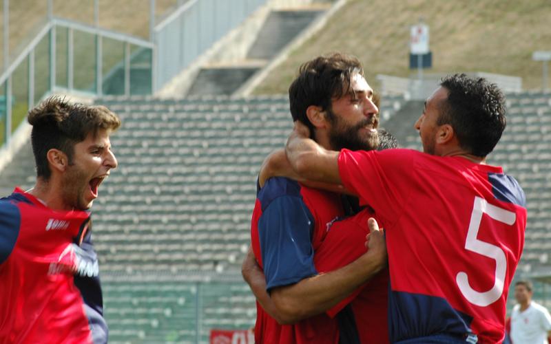 Nicolosi, Pazzi e Puglia dopo il gol (ph. Giammusso)