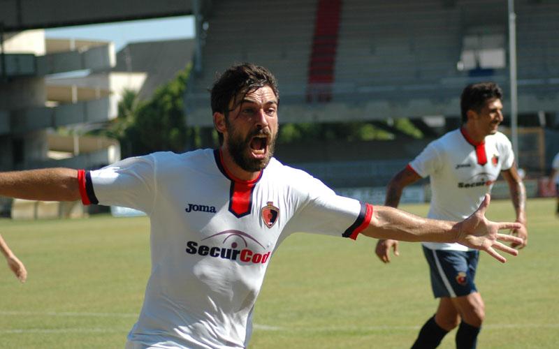 Pazzi, urlo di gioia dopo il gol alla Vis Pesaro