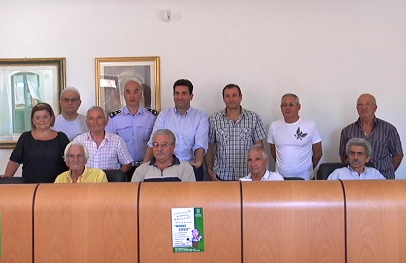 I Nonni Civici con il Sindaco Stefano Stracci, l'Assessore Matteo Troiani e il Comandate Alfredo Scarfini