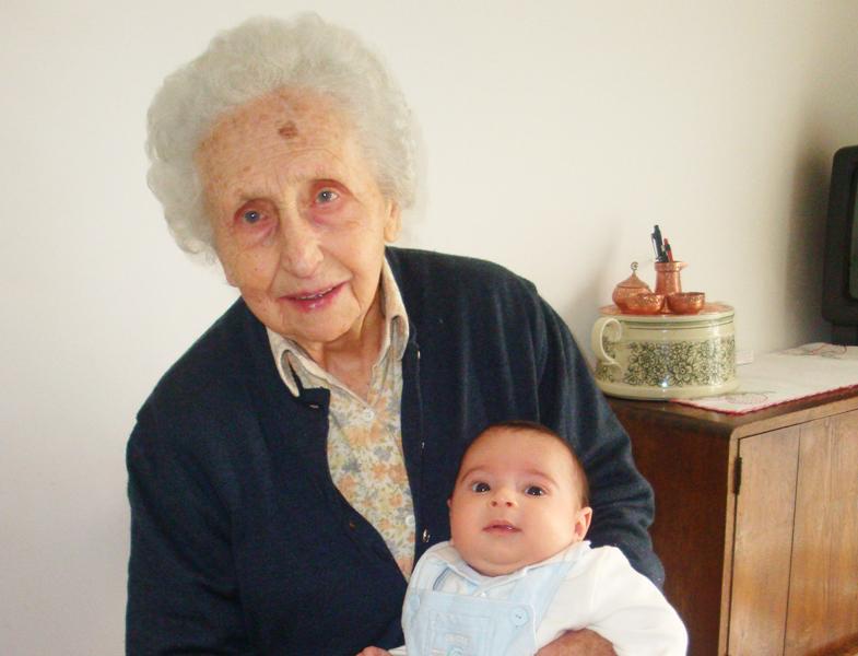 Nonna Amabile con il pro-nipotino Giovanni