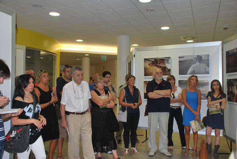 Alcuni partecipanti all'inaugurazione della mostra (foto di Eleonora Camaioni)