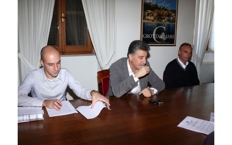 Alloggi da edilizia agevolata. Da sinistra Daniele Mariani, Luigi Merli, Claudio Sacchini