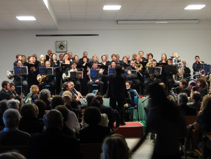 L'esibizione dell'Orchestra delle Palme nell'aula magna dell'istituto
