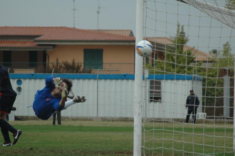 Di Vicino sfiora il gol nel finale contro la Civitanovese (ph. Giammusso) modified
