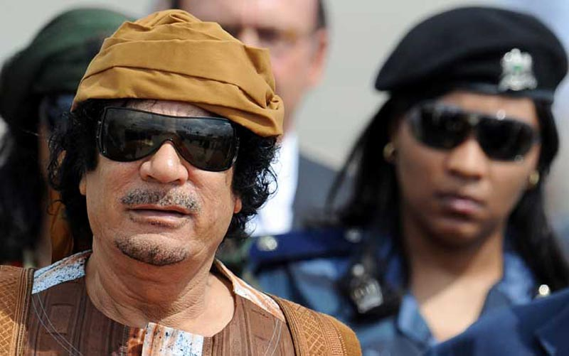 (http://tg24.sky.i) Gheddafi all'arrivo a Roma nel 2010 scortato dalle amazzoni