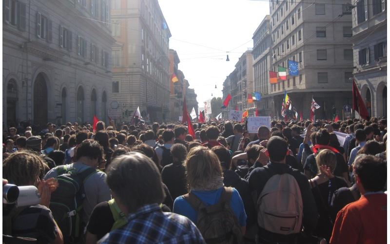 Manifestazione a Roma. Ecco il corteo pacifico