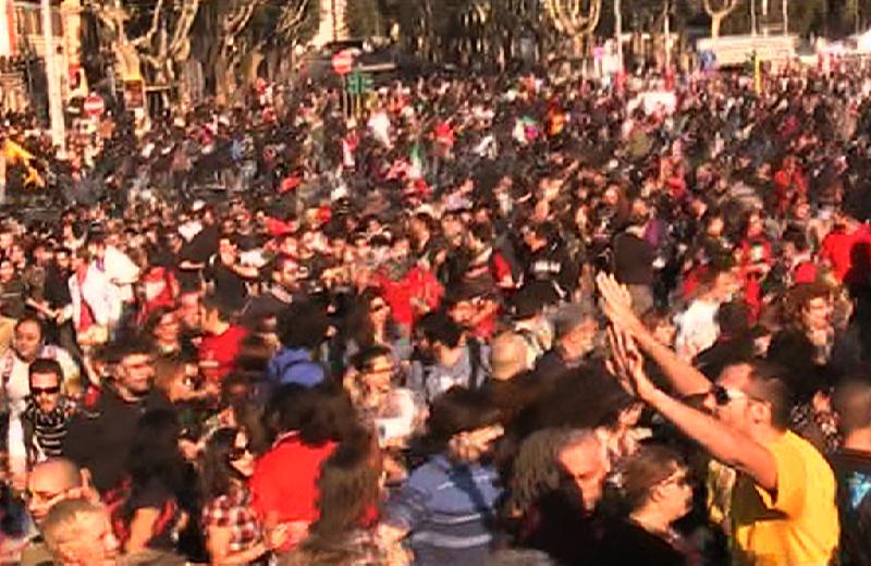 Piazza San Giovanni, momenti di panico al momento della carica della polizia