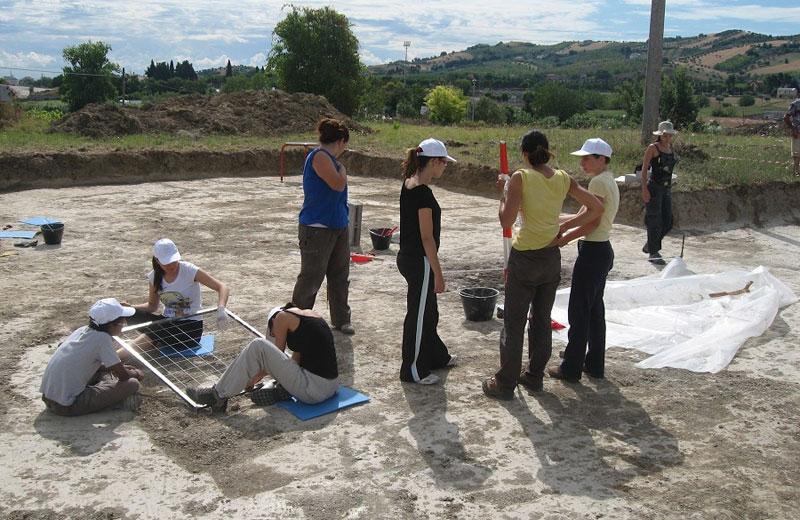 Archeologi al lavoro nel sito di Ripoli