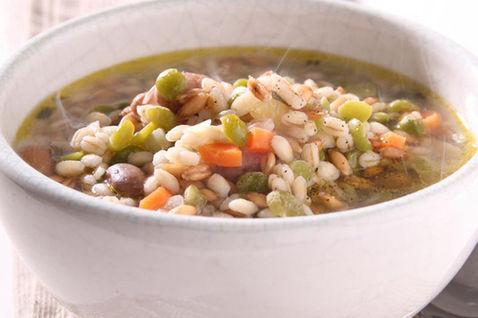 Una bella zuppa di legumi e cereali