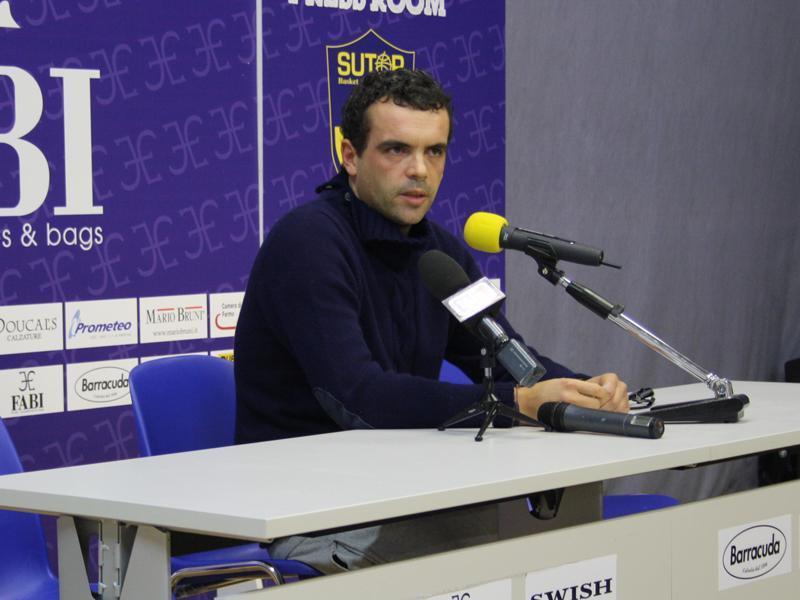 Gianmaria Vacirca , davanti ai giornalisti, dichiara di volersi dimettere