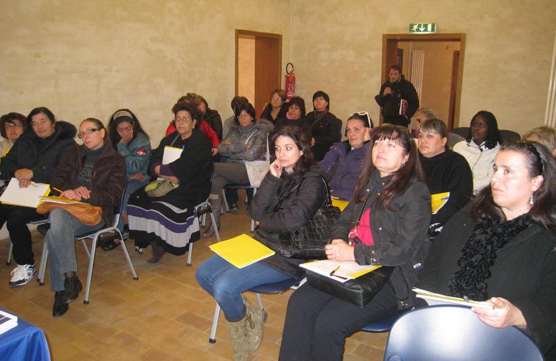 Le donne che parteciperanno al corso per assistente familiare