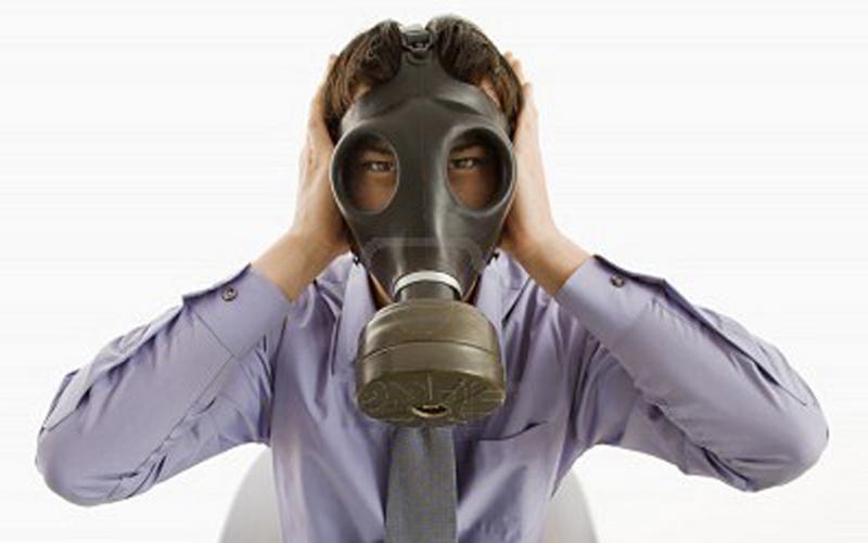 Maschere anti gas al Consiglio Comunale