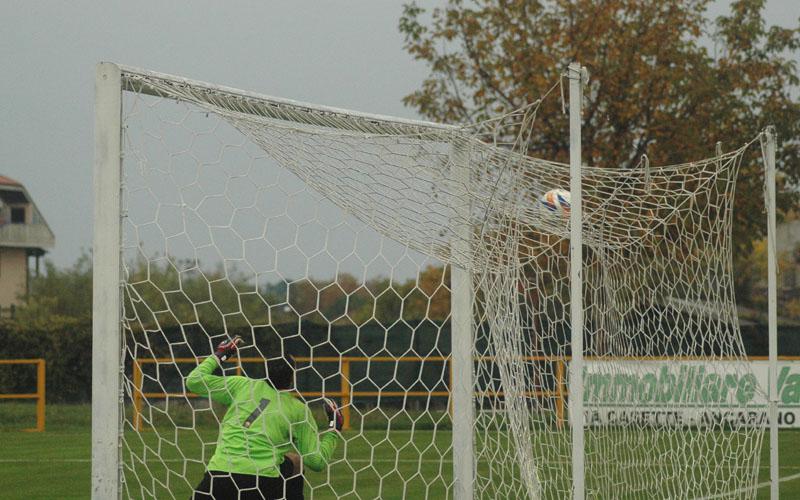 Napolano realizza l'1-0 a Santegidio (ph. Giammusso)