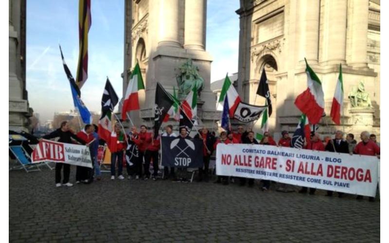 No Bolkeistein.Sambenedettesi manifestano a Bruxelles (Ansa)