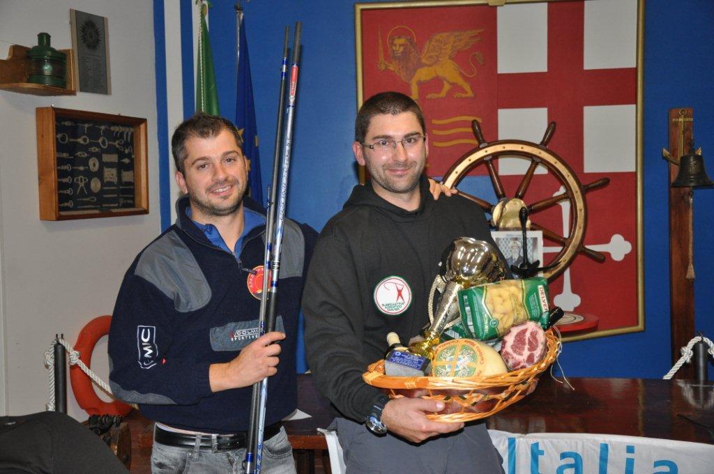 Pesca sportiva il vincitore Eugenio Ucci a sinistra uno degli organizzatori del Trofeo Zefferino Guidi