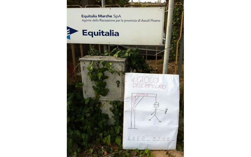 Rifondazione protesta davanti ad Equitalia 7