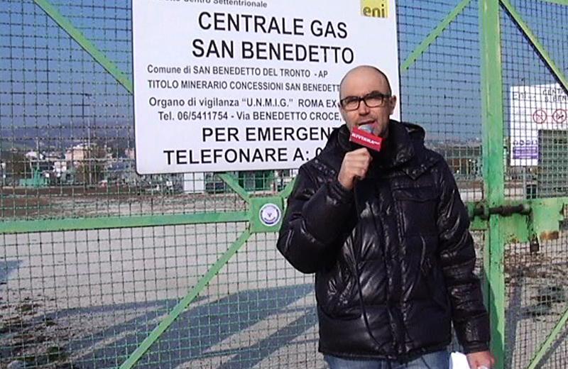 Ex centrale di gas dell'Eni all'Agraria con il giornalista Pier Paolo Flammini
