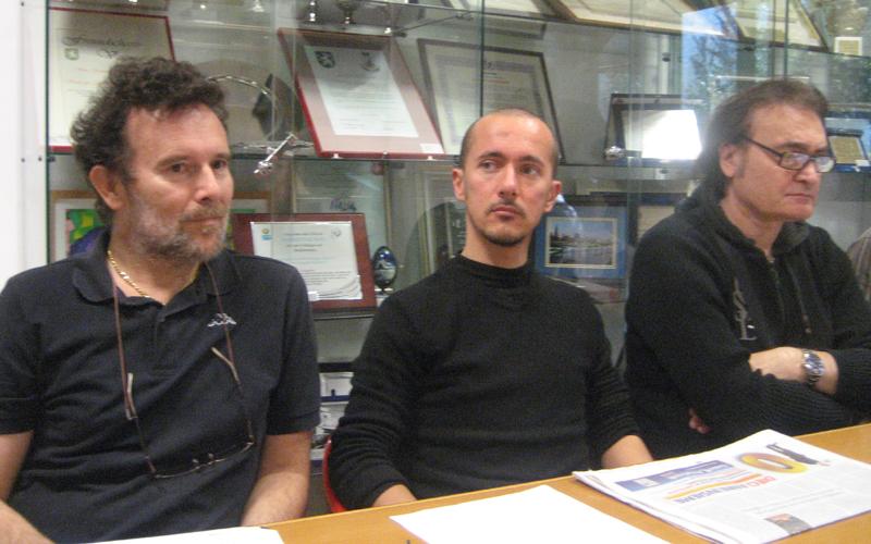 Andrea Mattioli al centro tra Riego Gambini e Peppe Giorgini del Movimento Cinque Stelle