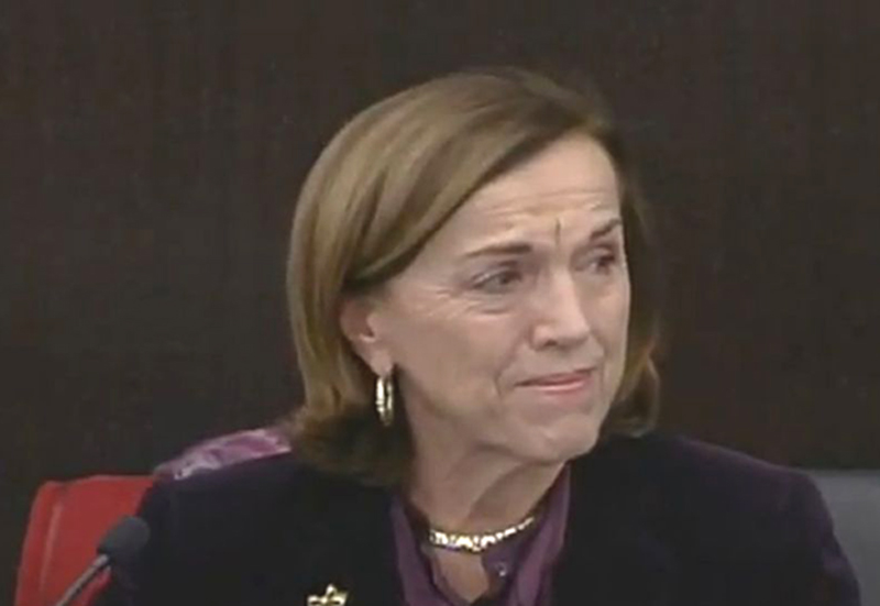Elsa Fornero commossa durante la conferenza stampa