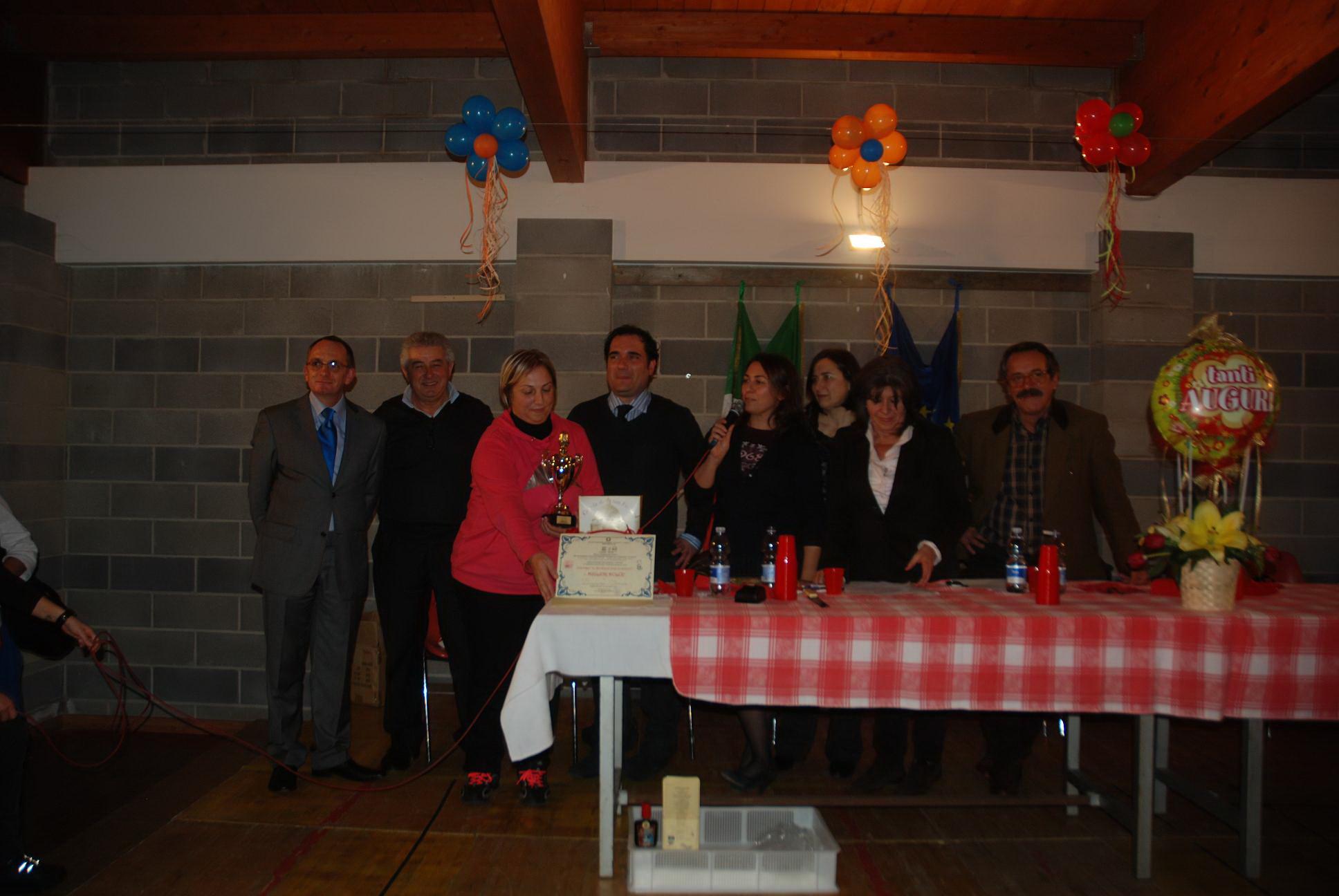Lo staff dell'istituto alberghiero, il sindaco Pompizi e la vincitrice