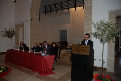 Il sindaco Umberto D'Annuntiis introduce la manifestazione
