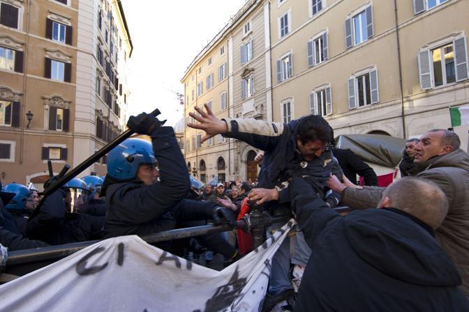 Protesta dei pescatori a Roma (foto da Corriere.it)
