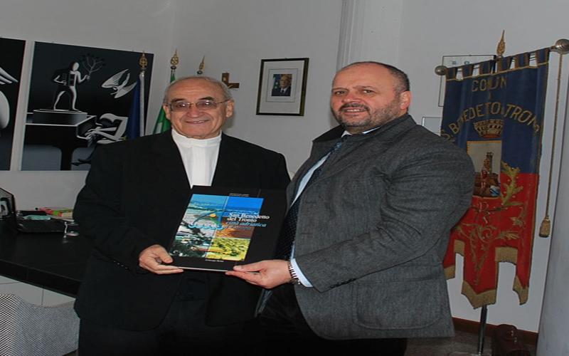 Il Sindaco Gaspari col Vescovo Azcona