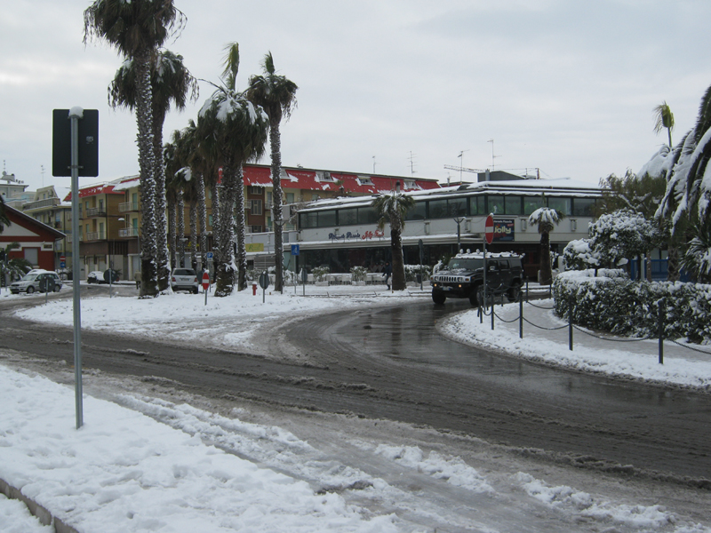 4 febbraio 2012, neve alla Rotonda di Porto d'Ascoli (rinaldo bordoni)