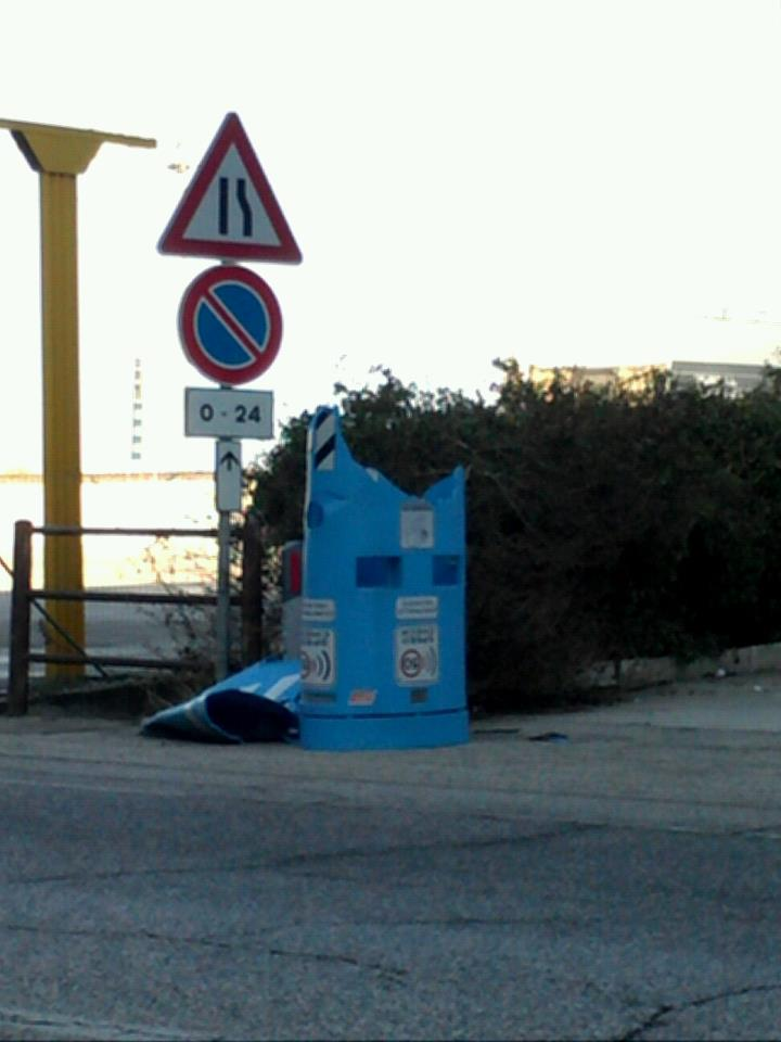 Cabina distrutta -  Foto di Stefano Capocasa