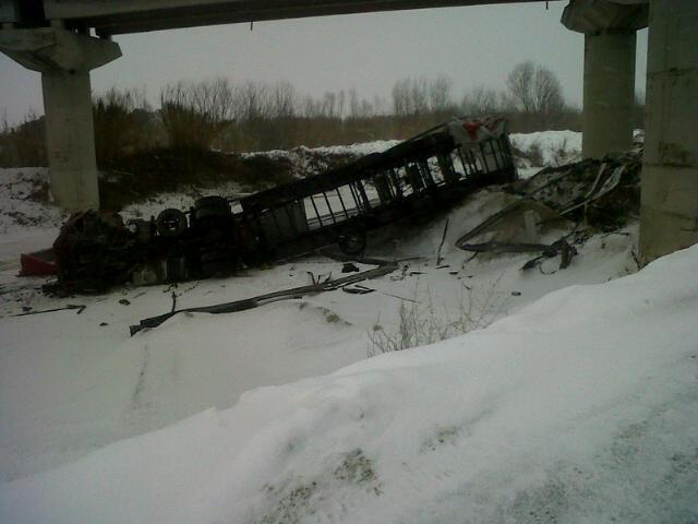 Camion caduto dall'A14 nella notte fra 6 e 7 febbraio, causa neve 1